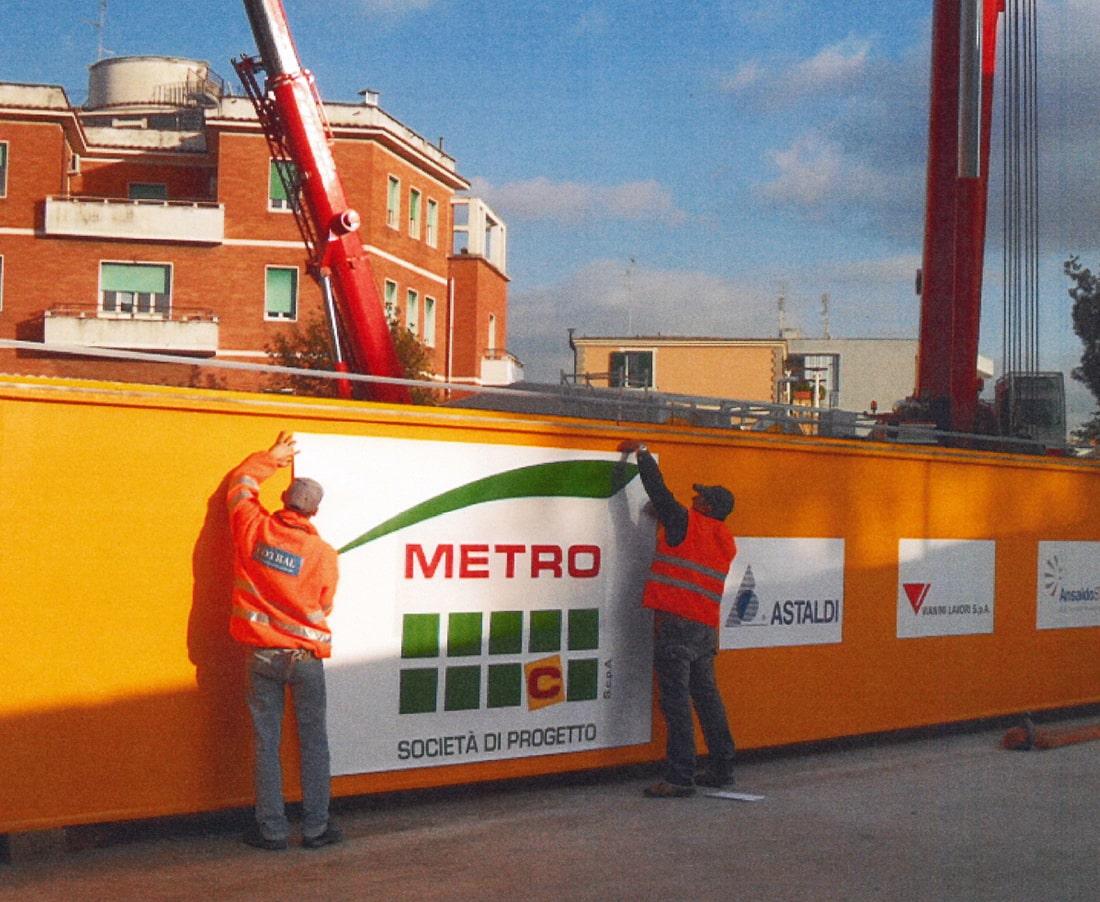 Decorazione del recinto attorno ai cantieri della Metro C, Roma
